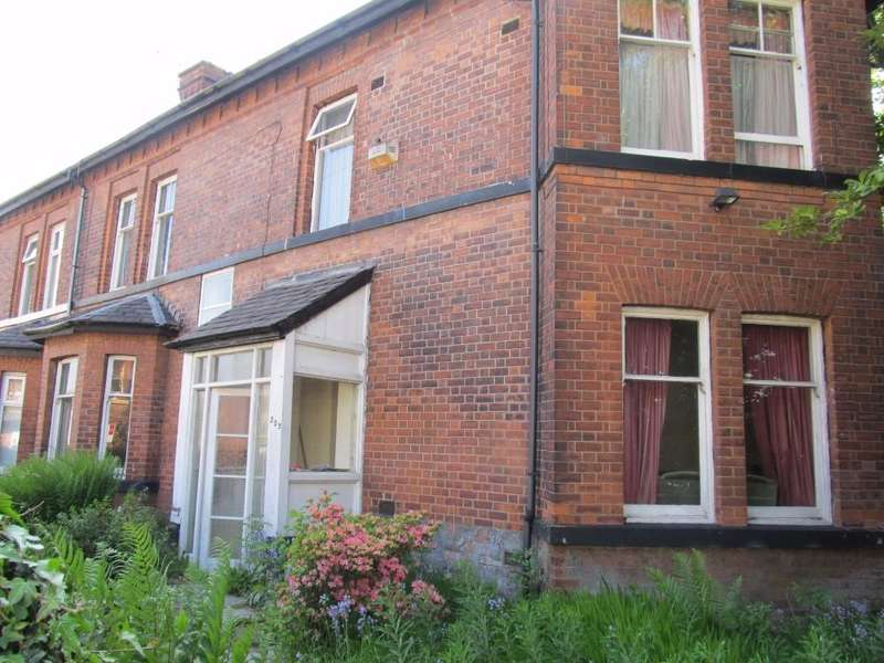 4 Bedrooms Semi Detached House for sale in Heywood Road, Prestwich, Manchester, M25