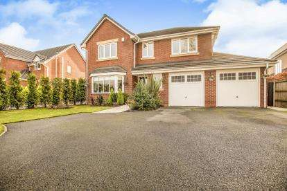 4 Bedrooms Detached House for sale in Lancaster Lane, Clayton-Le-Woods, Leyland, .