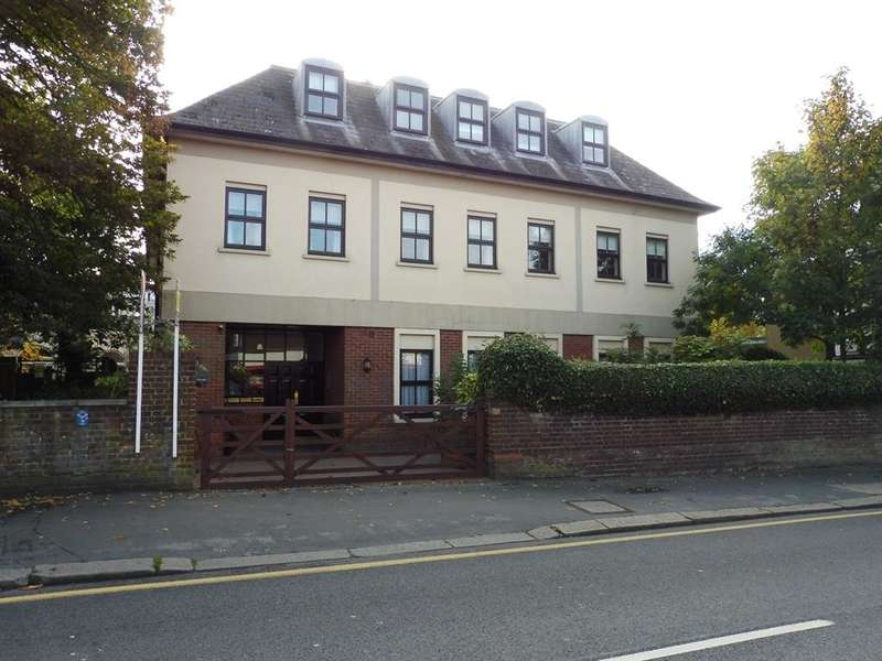 2 Bedrooms Apartment Flat for sale in High Street, Bushey, WD23
