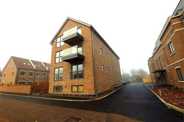 2 Bedrooms Flat for sale in Birch Walk, Windmill Place, Bushey Heath, Bushey, Hertfordshire