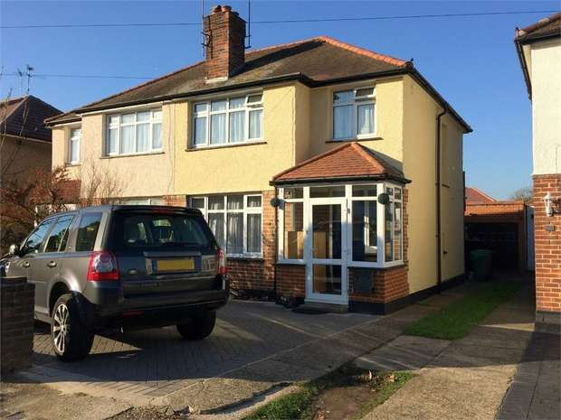 3 Bedrooms Semi Detached House for sale in Willow Way, Ewell Court