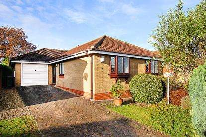 3 Bedrooms Bungalow for sale in Peck Mill View, Kiveton Park Station, Sheffield, South Yorkshire