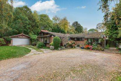 4 Bedrooms Bungalow for sale in Kings Worthy, Winchester, Hampshire