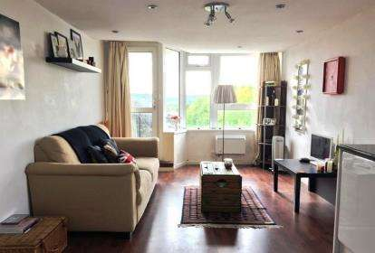 2 Bedrooms Flat for sale in Winnall Manor Road, Winchester, Hampshire