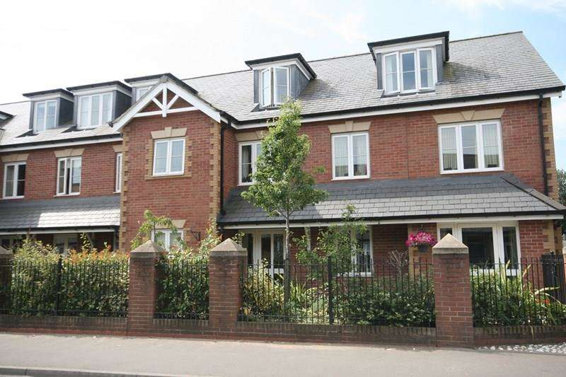 1 Bedroom Ground Flat for sale in Queens Road, Attleborough