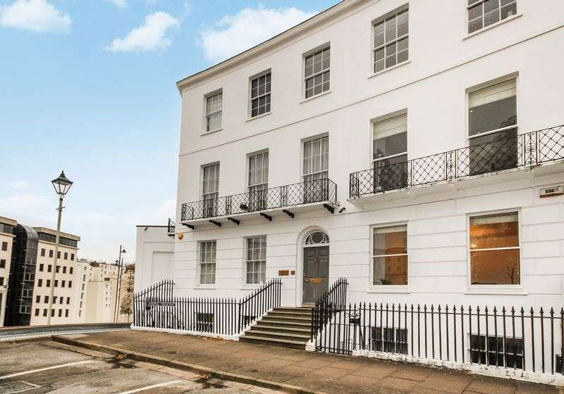 5 Bedrooms Terraced House for sale in 18 Royal Crescent, Cheltenham