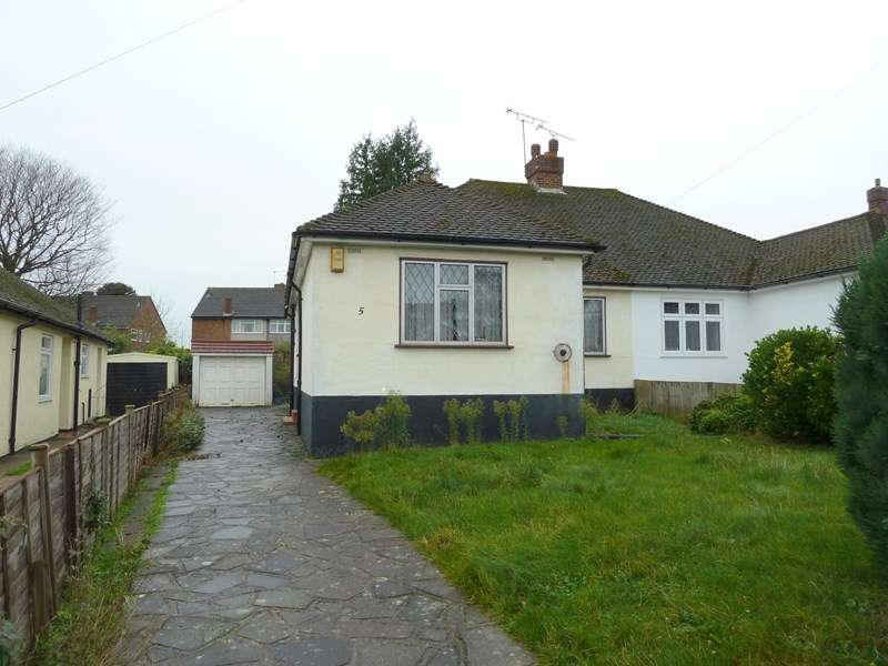 3 Bedrooms Semi Detached Bungalow for sale in Woodlands Rise, Swanley