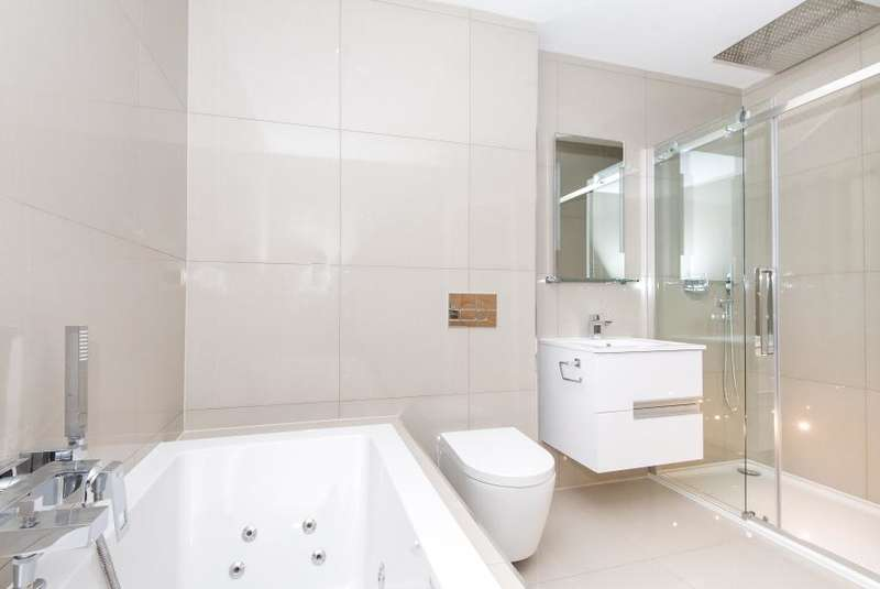 6 Bedrooms Link Detached House for sale in New Road, Ham Common