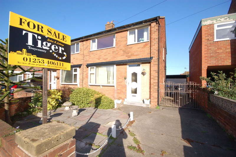 2 Bedrooms Semi Detached House for sale in Farnell Place, Blackpool