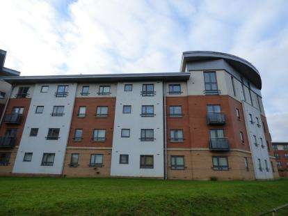 2 Bedrooms Flat for sale in West Cotton Close, Northampton, Northamptonshire