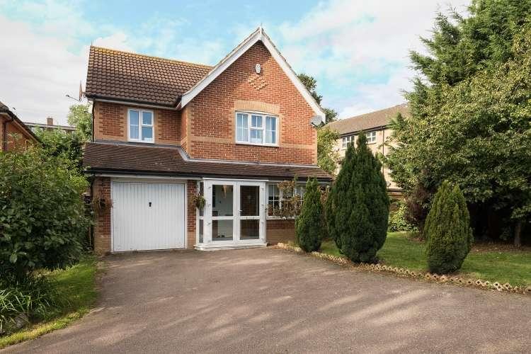4 Bedrooms Detached House for sale in Parish Gate Drive Blackfen DA15