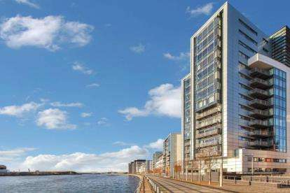 2 Bedrooms Flat for sale in Castlebank Drive, Glasgow Harbour