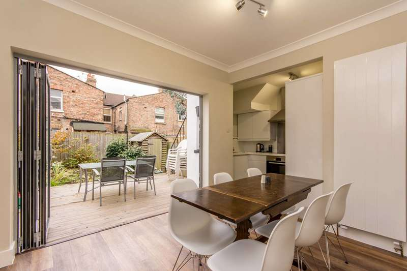 3 Bedrooms Flat for sale in Chapter Road, Dollis Hill, NW2