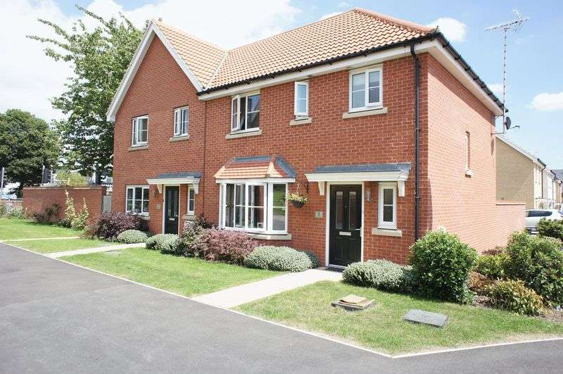 3 Bedrooms Semi Detached House for sale in Coahill Path, Basildon