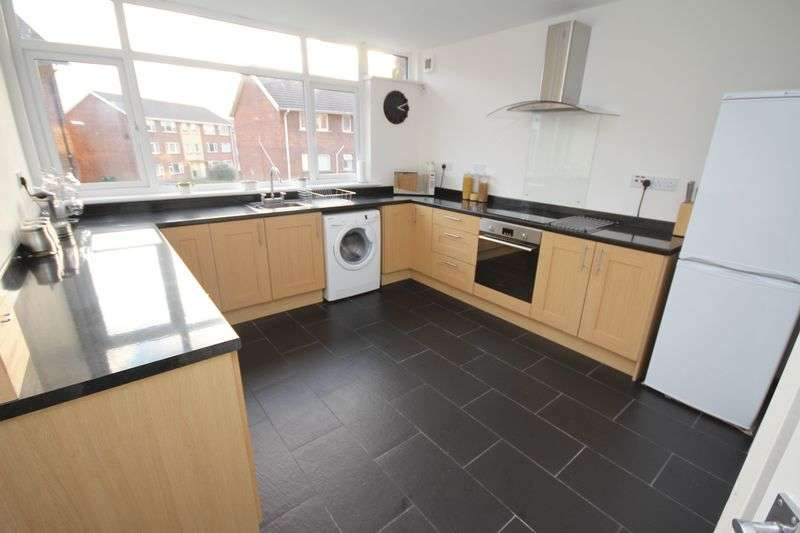 2 Bedrooms Flat for sale in Kennerleigh Road, Rumney