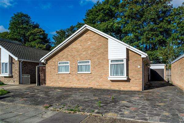 3 Bedrooms Detached Bungalow for sale in Rugby Close, Broadstairs