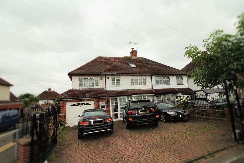 5 Bedrooms Terraced House for sale in Hillside Avenue, Woodford Green IG8