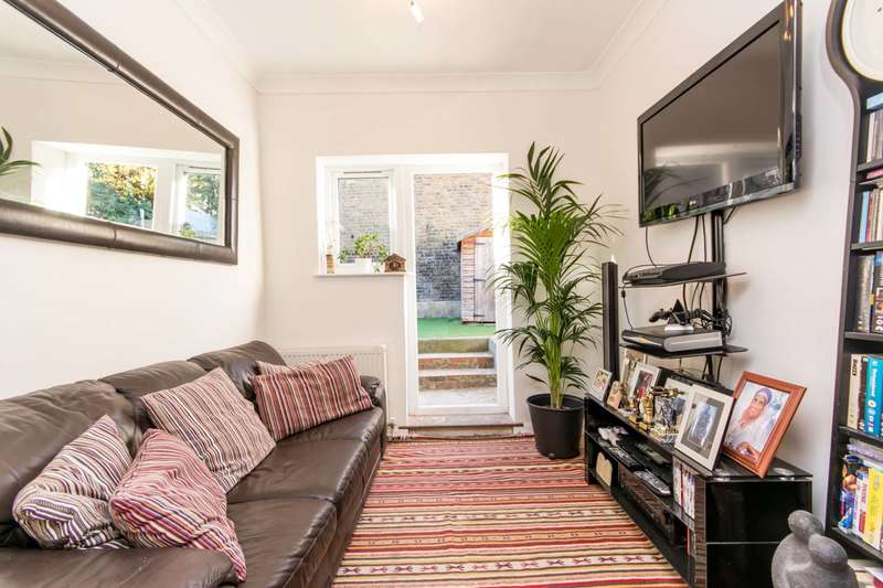 2 Bedrooms Flat for sale in Charlton Road, Harlesden, NW10