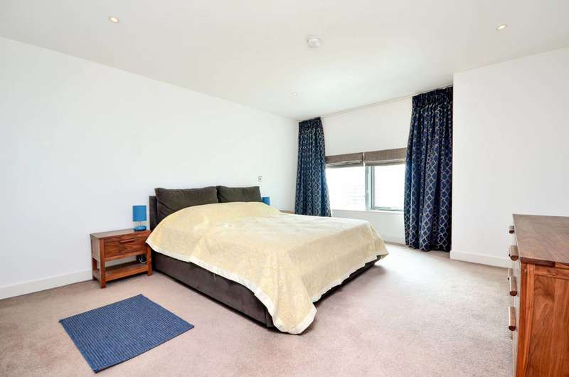 3 Bedrooms Flat for sale in Landmark West Tower, Canary Wharf, E14