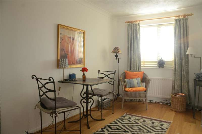 3 Bedrooms Flat for sale in Southview Road, Warlingham, Surrey