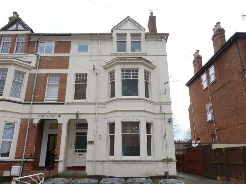 2 Bedrooms Flat for sale in Weston Road, Gloucester