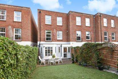 4 Bedrooms Town House for sale in Tudor Well Close, Stanmore
