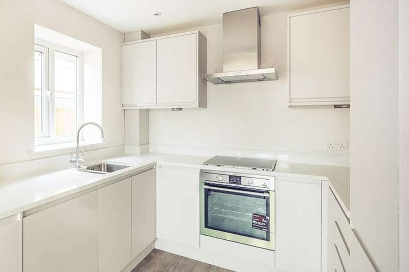 2 Bedrooms Flat for sale in Wilson Avenue, Rochester, ME1
