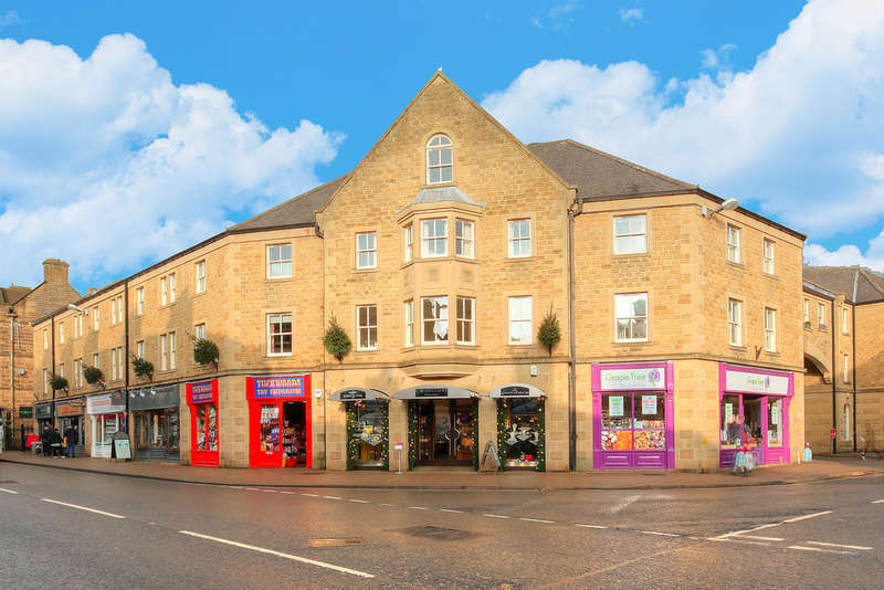 2 Bedrooms Flat for sale in The Penthouse, Royal Oak Place, Matlock Street, Bakewell