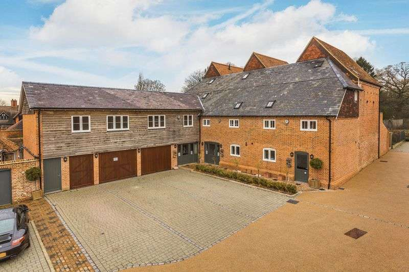 4 Bedrooms Property for sale in Holmes Field Court , Bentley