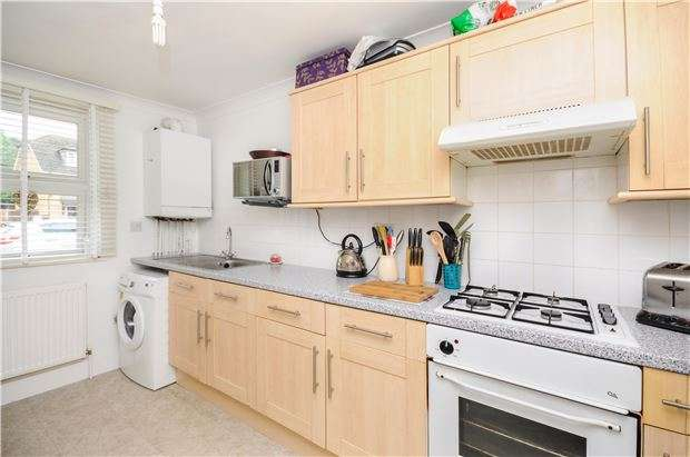 2 Bedrooms Maisonette Flat for sale in Old Lodge Lane, PURLEY, Surrey, CR8 4AQ