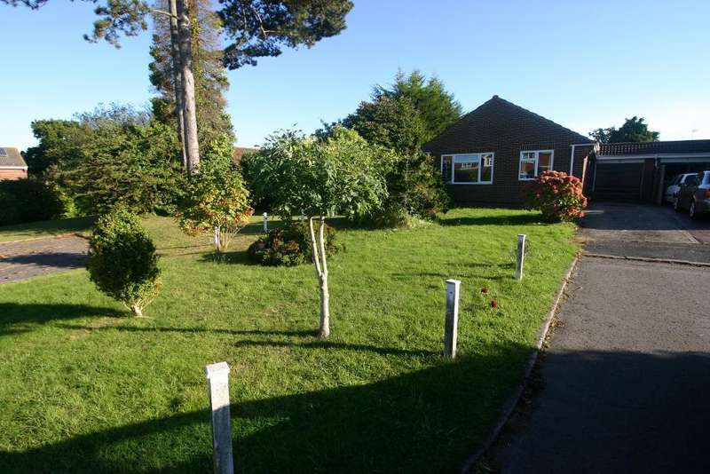 3 Bedrooms Bungalow for sale in Fry Close, Hamble, Southampton, SO31 4PF