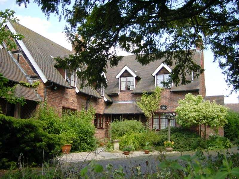 6 Bedrooms Property for sale in The Old School House, Tibberton, Newport