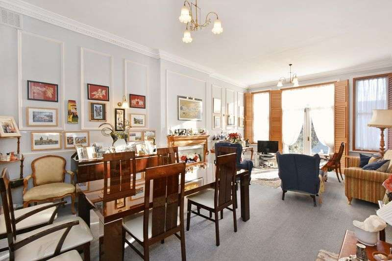 3 Bedrooms Flat for sale in Greencroft Gardens , South Hampstead London