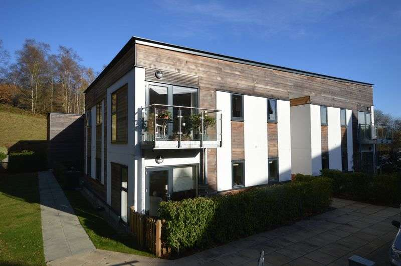 2 Bedrooms Flat for sale in Wispers Lane, Haslemere