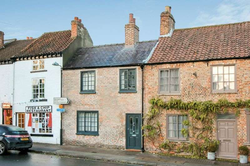 3 Bedrooms Terraced House for sale in Allhallowgate, Ripon