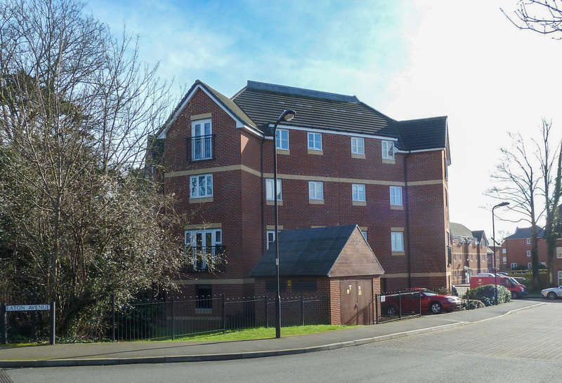 2 Bedrooms Flat for sale in Eaton Avenue -