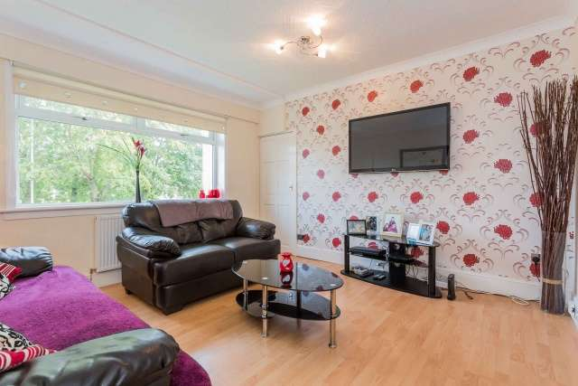 2 Bedrooms Flat for sale in Herma Street, Glasgow, G23 5AR