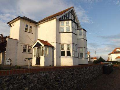 2 Bedrooms Flat for sale in Cromer Road, Mundesley, Norfolk
