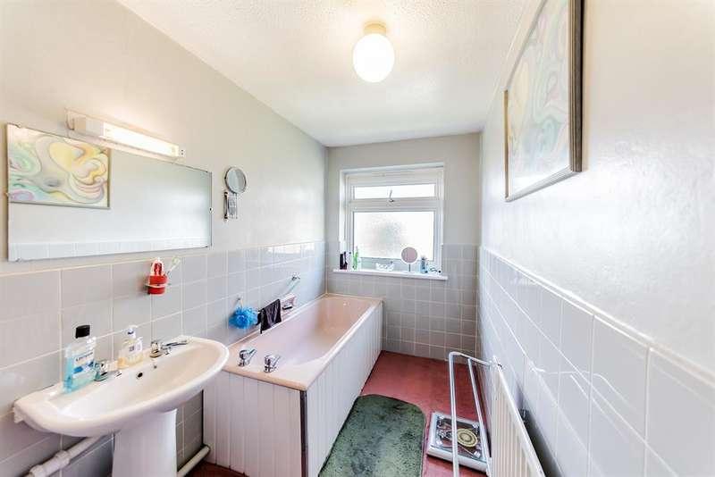 2 Bedrooms Maisonette Flat for sale in Exmoor Court, Exmoor Drive, Worthing, BN13 2JL