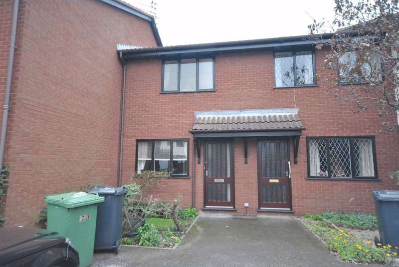 2 Bedrooms Terraced House for sale in St Davids Grove, Lytham St Annes, FY8