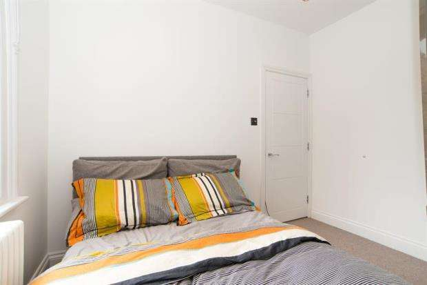 2 Bedrooms Apartment Flat for sale in Netherwood Road, Brook Green, W14