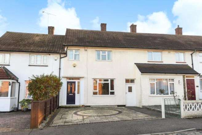 2 Bedrooms Terraced House for sale in Doubleday Road, Loughton, Essex, IG10