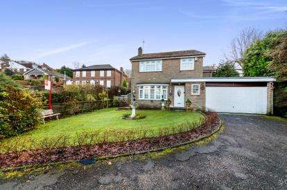 4 Bedrooms Detached House for sale in Fern Bank Close, Stalybridge, Greater Manchester, United Kingdom