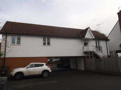 2 Bedrooms Flat for sale in Market Place, Abridge, Romford