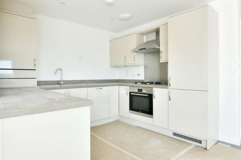 2 Bedrooms Flat for sale in Kings Way, Folkestone, CT19