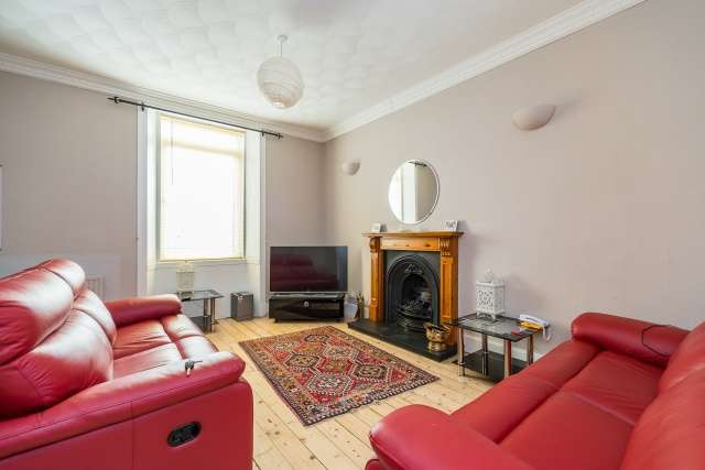 2 Bedrooms Flat for sale in Main Street, Winchburgh, EH52 6RA