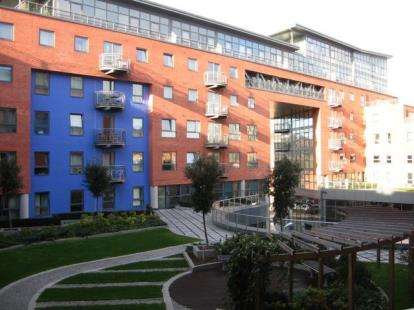 2 Bedrooms Flat for sale in West One Plaza 1, 9 Cavendish Street, Sheffield, South Yorkshire