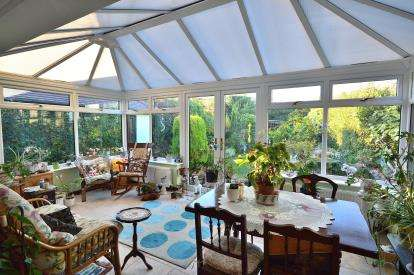 3 Bedrooms Bungalow for sale in Thorpe Bay, Essex