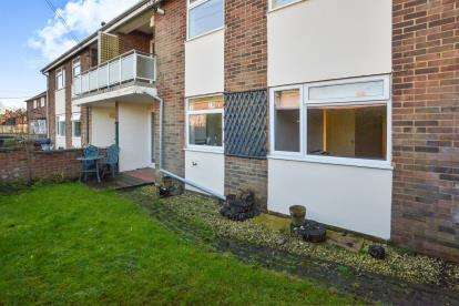 2 Bedrooms Flat for sale in Missenden Road, Winslow, Buckingham