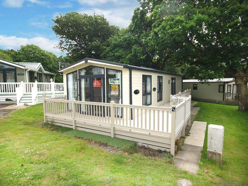 2 Bedrooms Park Home Mobile Home for sale in Shorefield Road, Milford-On-Sea, Lymington